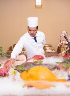 Bep truong + ban sashimi